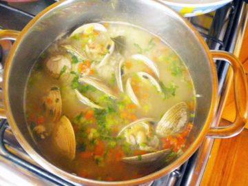 sopa-de-arroz-y-almejas