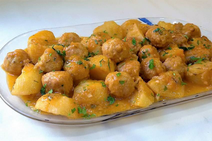 albóndigas-con-patatas
