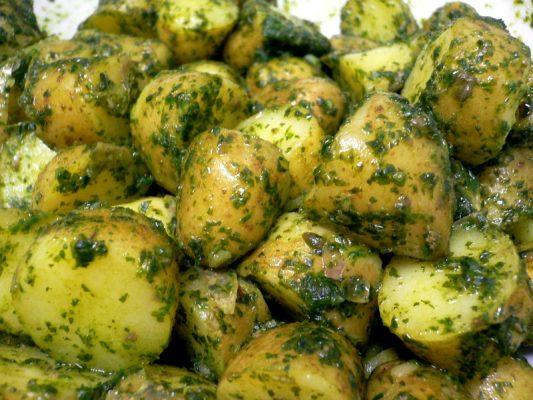 cómo cocinar patatas en salsa verde