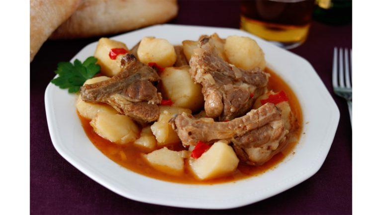 receta-patatas-con-costillas