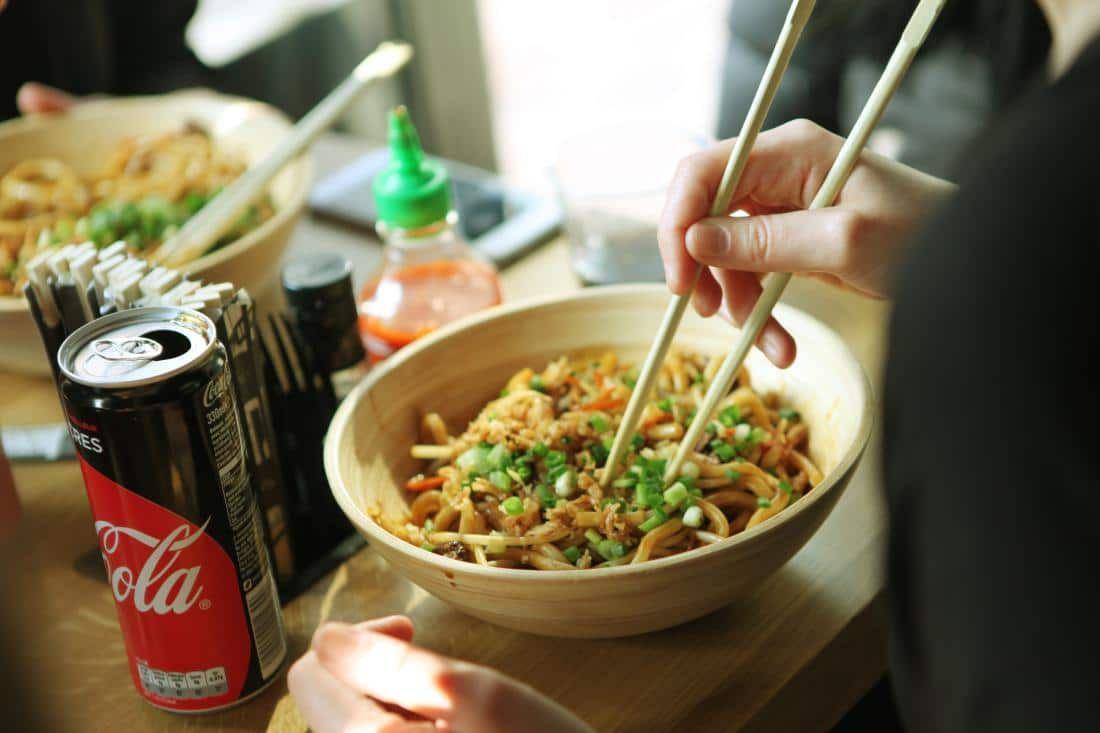 El wok en la cocina tailandesa de Pitaya